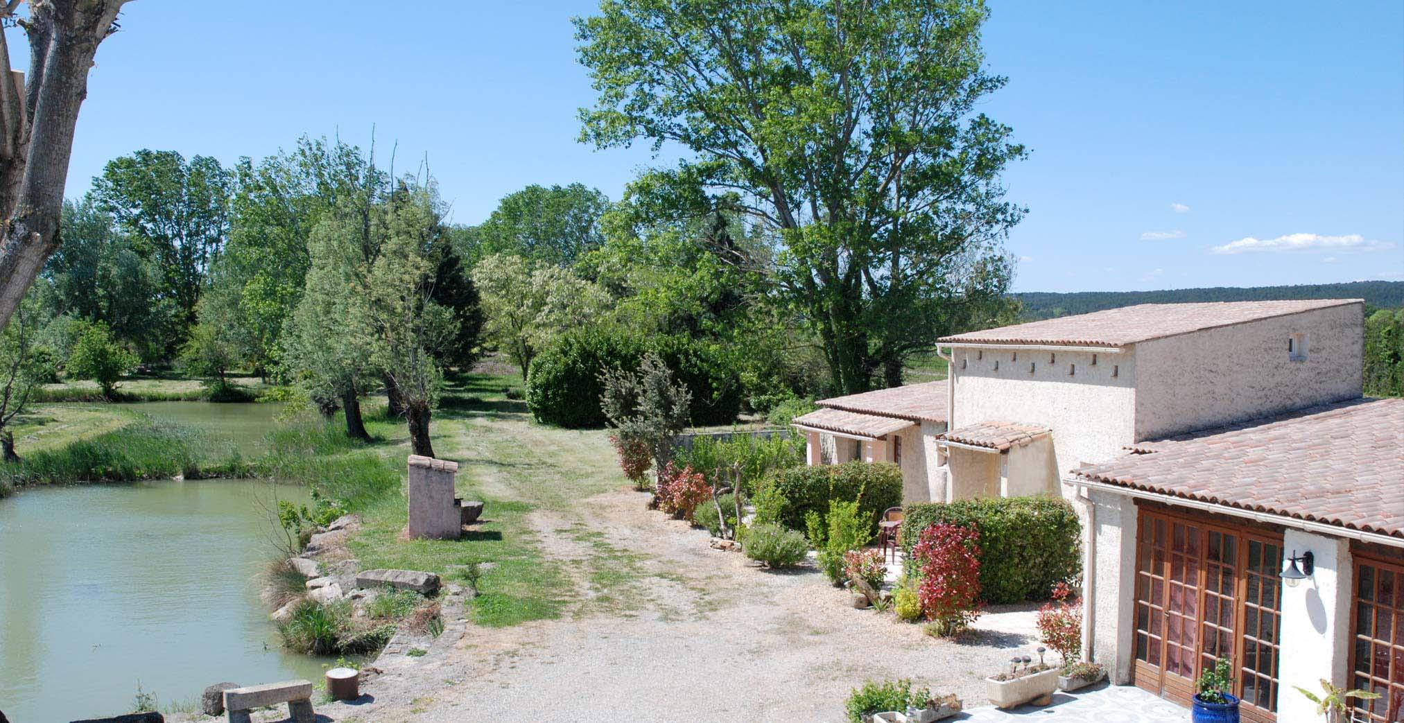 Les Buisses en Provence - Chambres d\'hôtes - Location - Piolenc ...